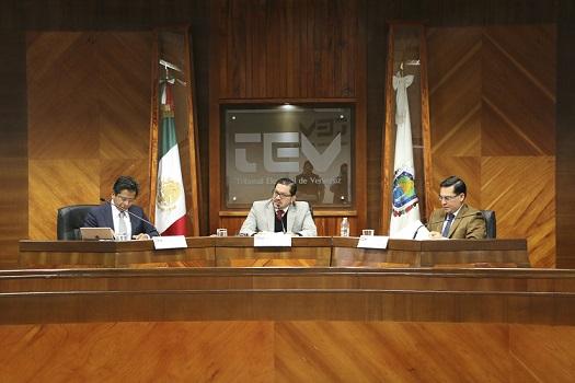 Pleno del TEV durante sesión pública.